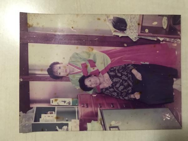 엄마와 외할머니 사진입니다.