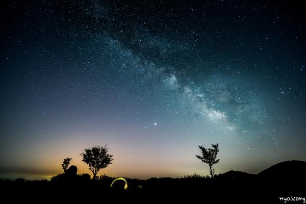 푸른 하늘 은하수와 함께하는 캠핑